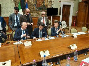 Istruzione e Ricerca, a Palazzo Chigi firmata un'intesa per il rilancio dei settori della conoscenza. Sospeso lo sciopero del 17 maggio, prosegue la raccolta firme contro la regionalizzazione.