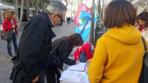 Immagine della galleria: Raccolta firme contro la regionalizzazione del sistema di istruzione