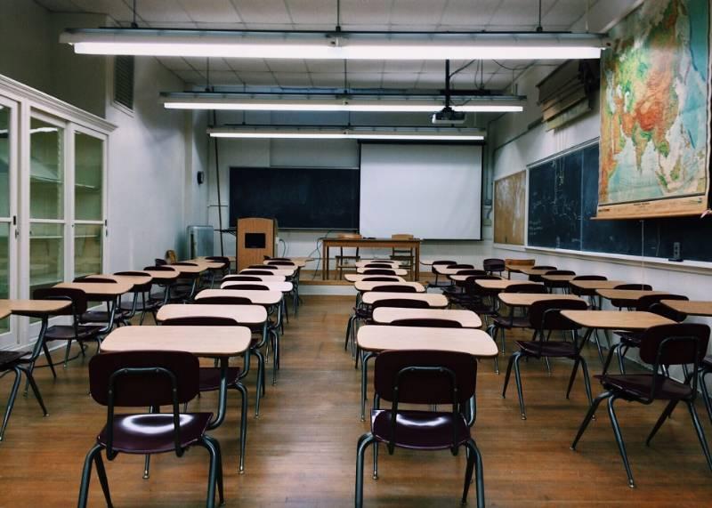 Insegnanti delle scuole italiane all'estero: per l'assegnazione e la durata del servizio vale il contratto nazionale