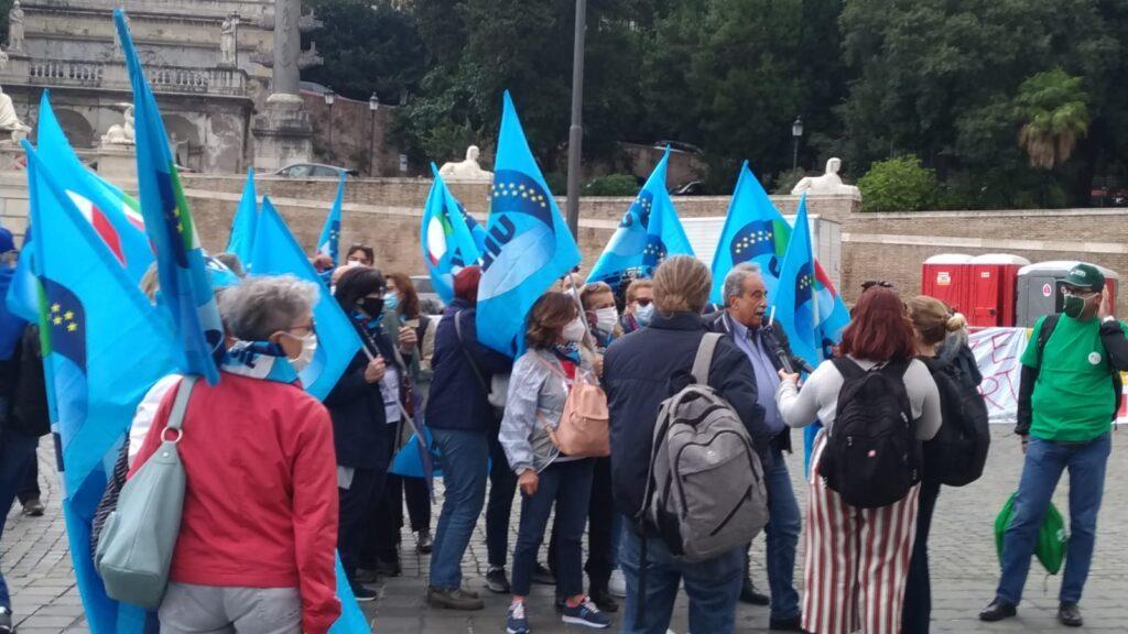 Immagine della galleria: 26 settembre: manifestazione a Roma. Priorità alla scuola.
